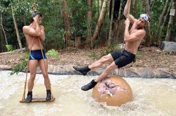 Jauche-Tom und Stinke-Peer übern Scheisstrog im Dschungelcamp 2011