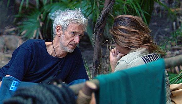 Lästern was das Camp hält - Mathieu und Indira am Dschungelfeuer