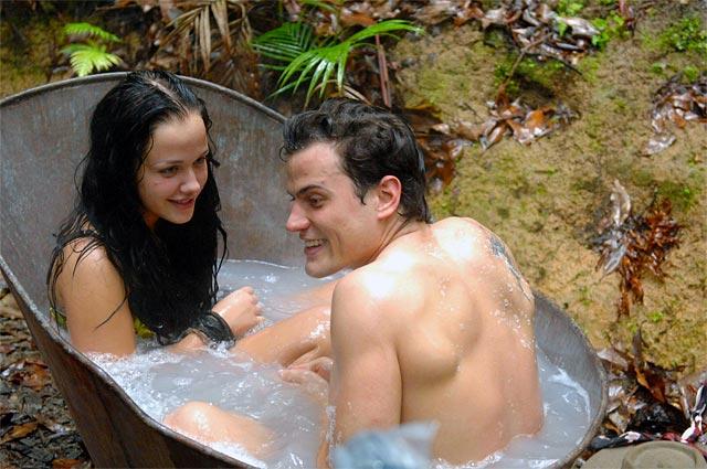 Kim und Rocco im Dschungelbad bei der Schatzsuche