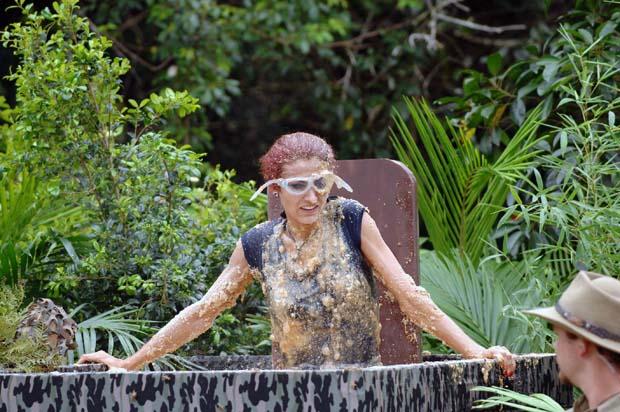 Schleimbaden mit Fiona bei der Dschungelprüfung