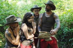 Dschungelteam auf der Suche nach dem Camp
