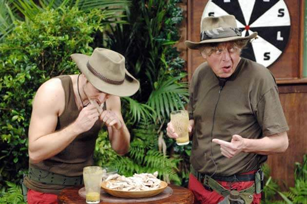 Jörn und Walter beim Herrengedeck, ihrer gemeinsamen Dschungelprüfung