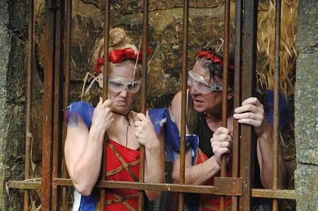 Angelina und Walter im Gefängnis