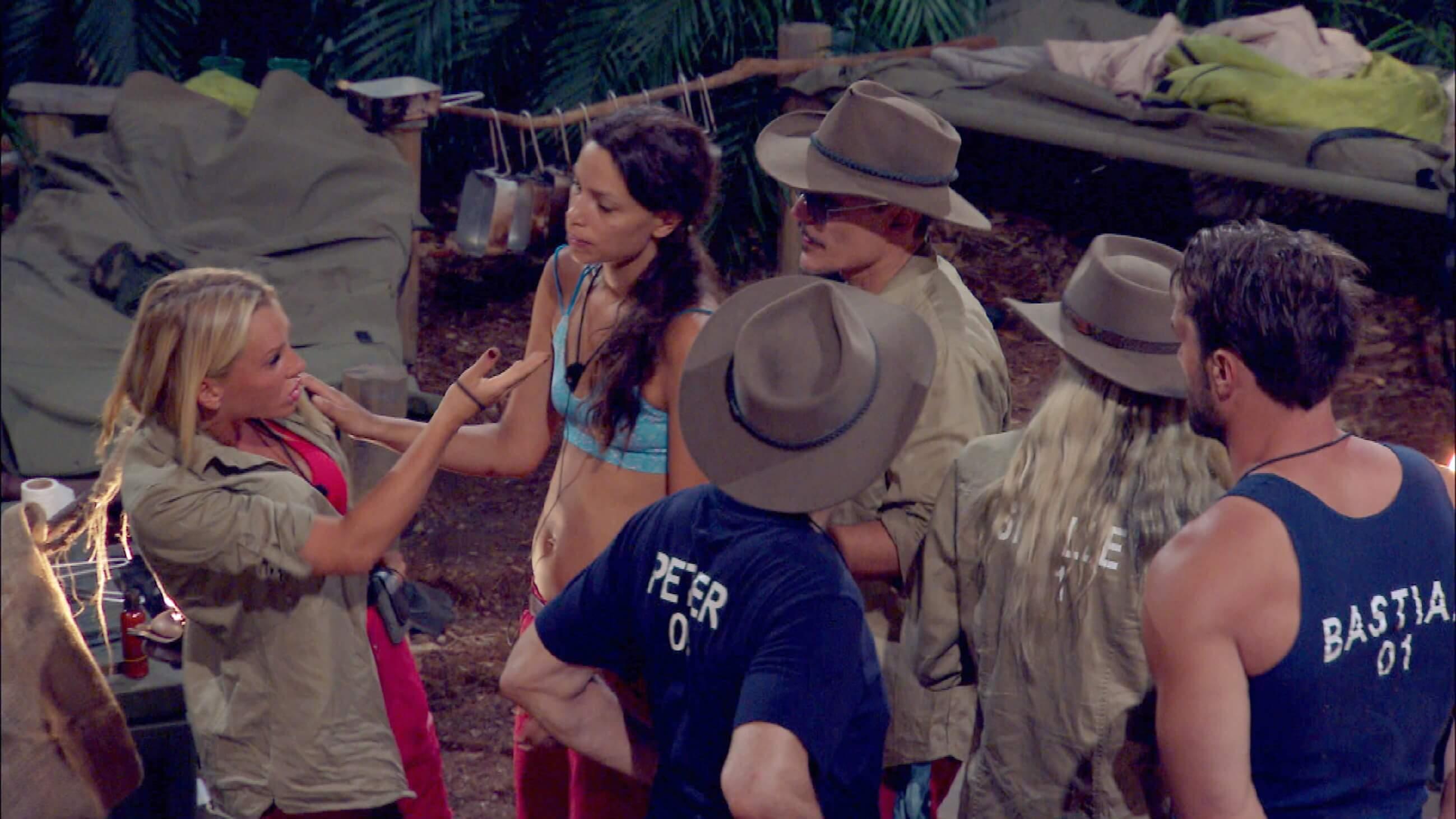 Hat Evelyn die Uhr ins Camp geschmuggelt? Sie bestreitet das!