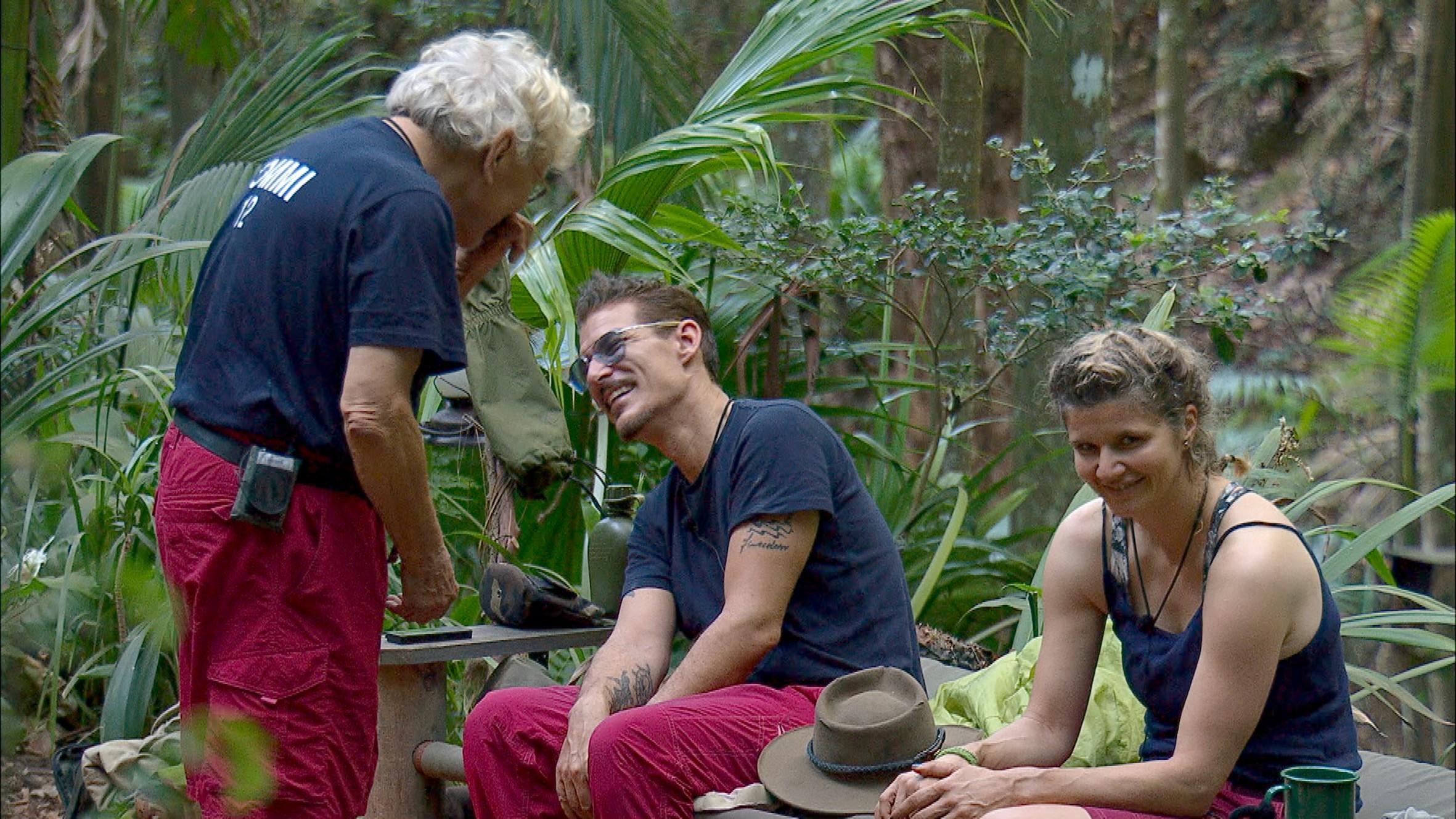 Spaß im Dschungelcamp mit Tomm, Chris und Sandra