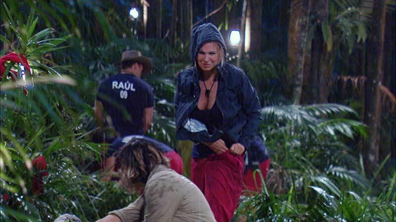 Regen im Dschungelcamp mit Claudia