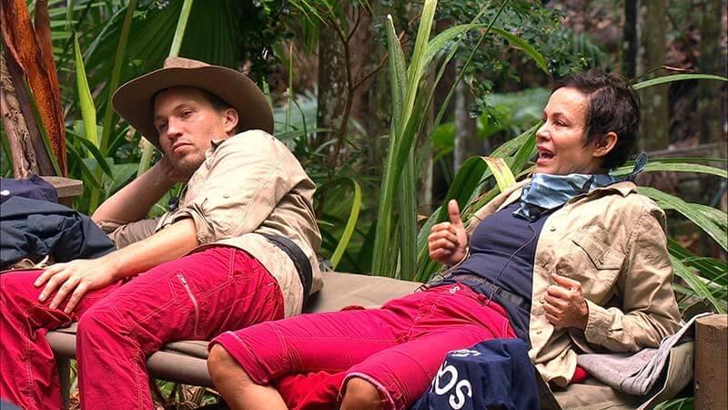 Sonja macht Ansagen im Camp