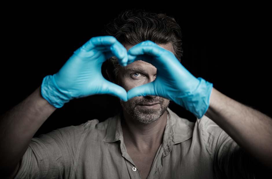 Wayne Carpendale bei der Herzblut-Aufgabe in der Pflege